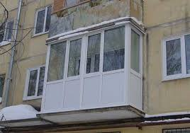 kak-zasteklit-balkon-v-xarkove